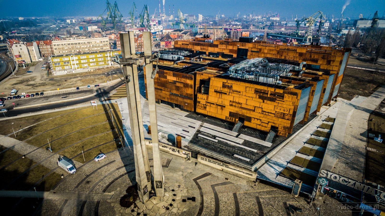 dron-zdjecie-z-drona-gdansk-pomnik-poleglych-stoczniowcow-film-z-drona-dron